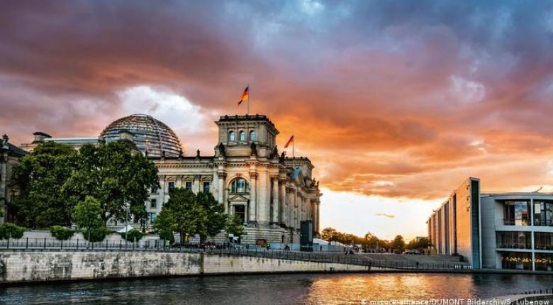 Ενόψει θερμού πολιτικού φθινοπώρου η Γερμανία - Κεντρική Εικόνα