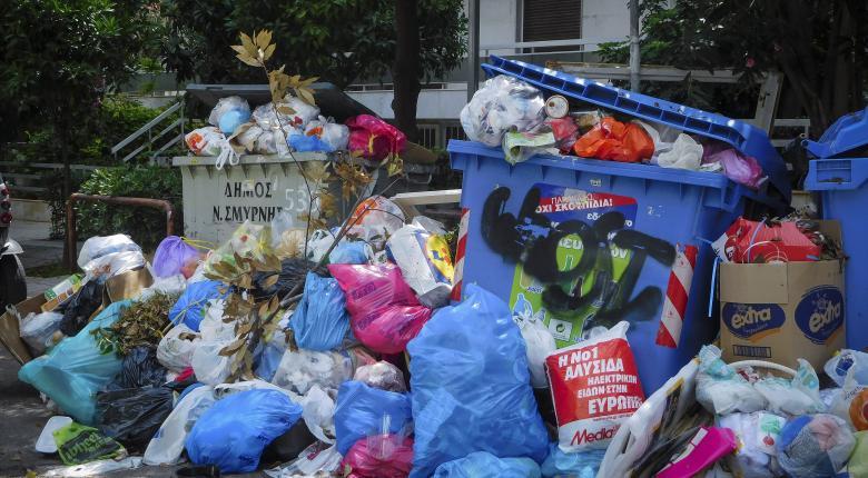 «Πνίγονται» στα σκουπίδια γειτονιές της Αττικής (photos) - Κεντρική Εικόνα