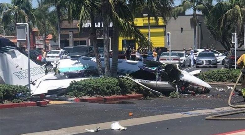 Αεροπλάνο συνετρίβη σε πάρκινγκ πολυκαταστήματος στο Λος Αντζελες - Κεντρική Εικόνα