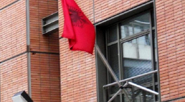Η Αλβανή πρέσβειρα στην Ελλάδα έκλεψε 100 διαβατήρια και κατέληξε... σπίτι της (photo) - Κεντρική Εικόνα