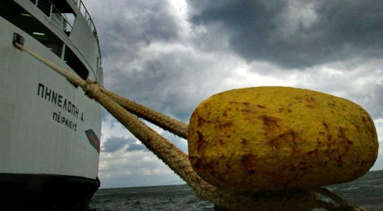 Παραμένει το απαγορευτικό απόπλου από το λιμάνι του Πειραιά - Κεντρική Εικόνα