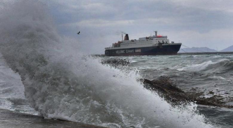 Δεν μπόρεσε να δέσει στο λιμάνι της Σαμοθράκης και επέστρεψε πίσω το «Αζόρες Εξπρές» (video) - Κεντρική Εικόνα