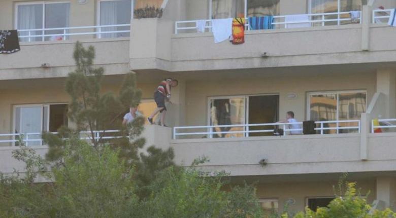 Balconing: Επανήλθε η φονική μόδα - Πηδάνε από τα μπαλκόνια ξενοδοχείων και σκοτώνονται (vid) - Κεντρική Εικόνα