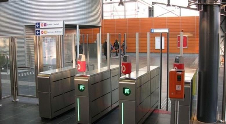 Μπάρες κατά τσαμπατζήδων στους σταθμούς του μετρό από τη ΣΤΑΣΥ - Κεντρική Εικόνα