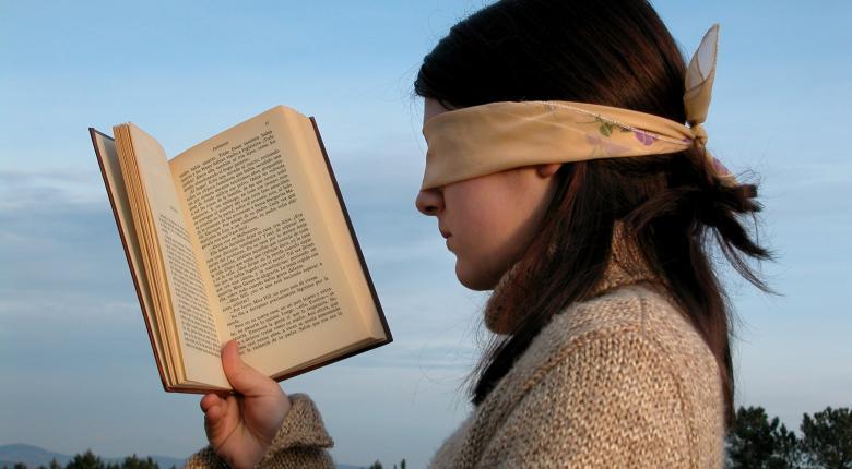 Οι Έλληνες ξοδεύουν τα λιγότερα σε όλη την ΕΕ για βιβλία και εφημερίδες - Κεντρική Εικόνα