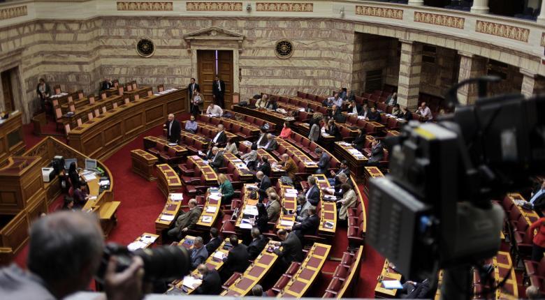 Όταν καταργούσε το ΕΚΑΣ, η κυβέρνηση «δώρισε» ως 2.000 ευρώ σε υπουργούς και βουλευτές! - Κεντρική Εικόνα