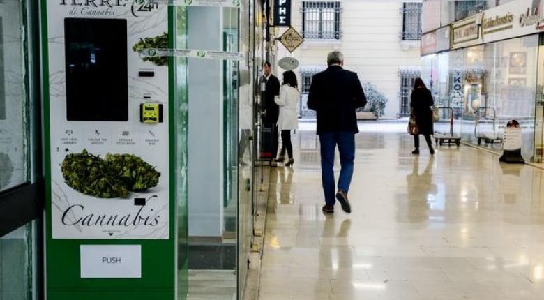 O πρώτος αυτόματος πωλητής προϊόντων κάνναβης στην Αθήνα - Τι θα πουλάει, σε ποιες τιμές (photos) - Κεντρική Εικόνα