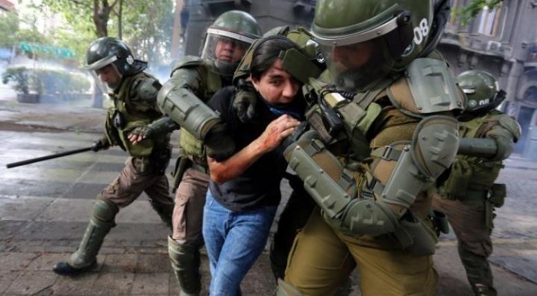 Χιλή: Αφού τύφλωσε δεκάδες διαδηλωτές, η αστυνομία αναστέλλει τη χρήση σφαιρών με καουτσούκ (Video) - Κεντρική Εικόνα