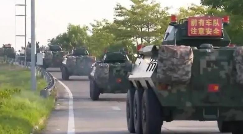 Η Κίνα ετοιμάζει αιματοκύλισμα - Δεκάδες τεθωρακισμένα και φορτηγά στα σύνορα με Χονγκ Κονγκ (video) - Κεντρική Εικόνα