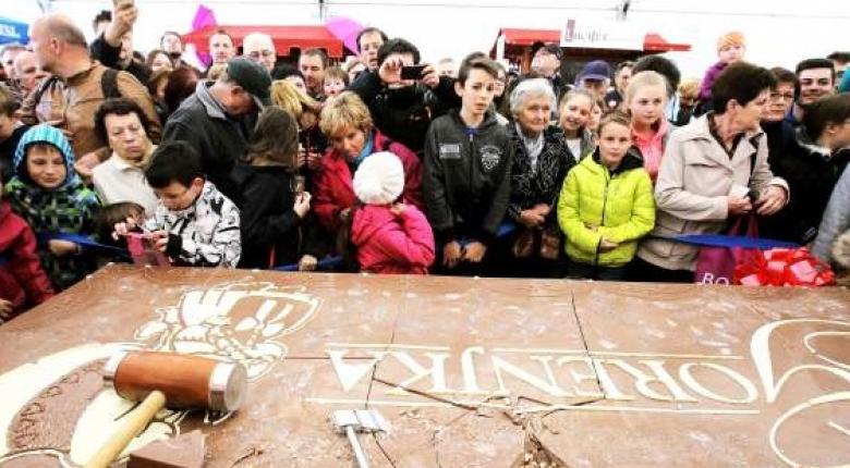 Σοκολάτα βάρους 97 κιλών προσέλκυσε όλα τα βλέμματα στο φεστιβάλ της Ραντοβλίτσα - Κεντρική Εικόνα