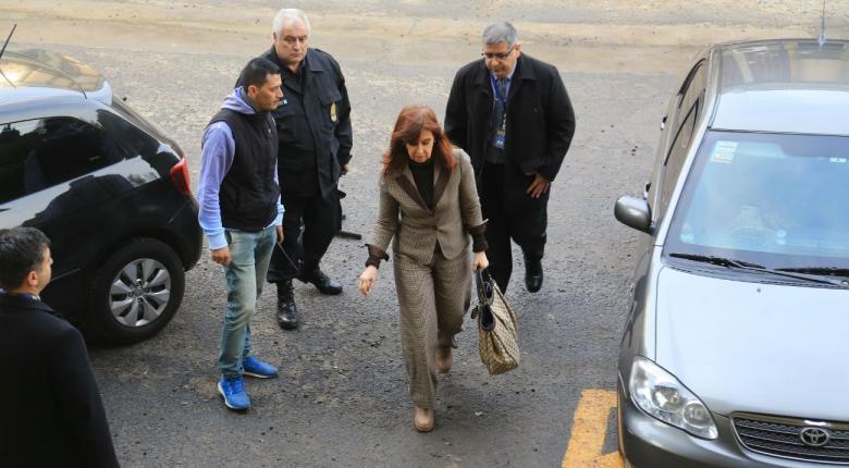 Σε δίκη προσήχθη η πρώην πρόεδρος της Αργεντινής Κριστίνα Φερνάντες - Κεντρική Εικόνα