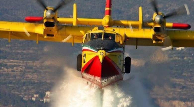 Βράβευση πιλότων πυροσβεστικών αεροσκαφών που συνέδραμαν στην κατάσβεση της πυρκαγιάς στην Εύβοια - Κεντρική Εικόνα