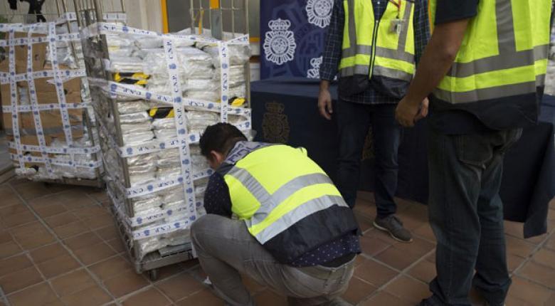 Απίστευτο: To βαπόρι από τη... Λατινική Αμερική, εκτός από μπανάνες είχε και 52 κιλά κόκας!  - Κεντρική Εικόνα