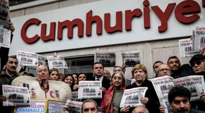 Τουρκία: Δημοσιογράφος της Cumhuriyet καταδικάστηκε σε φυλάκιση δύο και πλέον ετών - Κεντρική Εικόνα