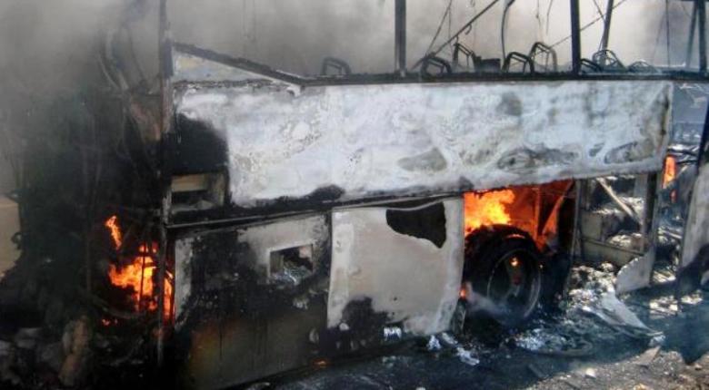 Ηράκλειο: Φωτιά σε λεωφορείο στην εθνική οδό, στο ύψος του αεροδρομίου - Κεντρική Εικόνα