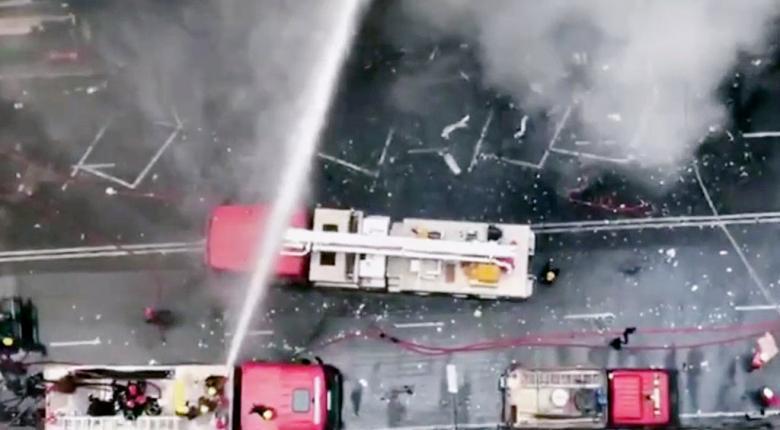Μπαγκλαντές: Μεγάλη φωτιά σε πύργο αναγκάζει ενοίκους να πηδήσουν στο κενό (photos+video) - Κεντρική Εικόνα