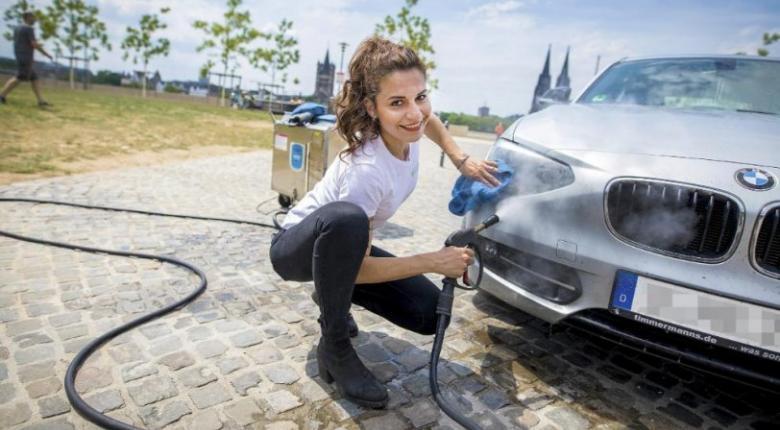 Mία Ελληνίδα «καταργεί» τα πλυντήρια αυτοκινήτων (video & photos) - Κεντρική Εικόνα