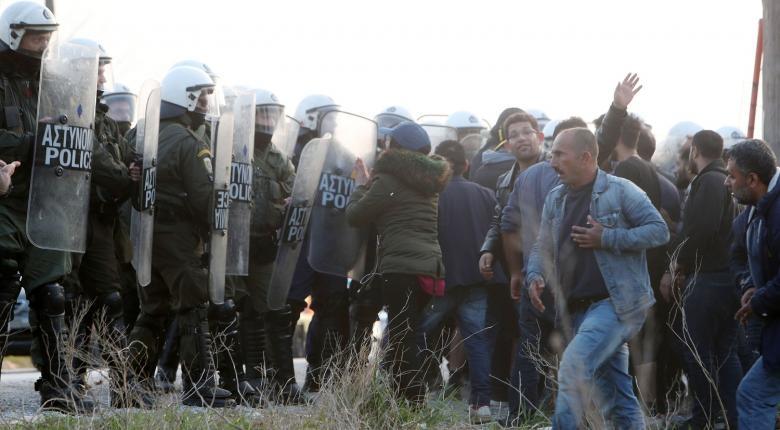 Νέα επεισόδια μεταξύ προσφύγων και ΜΑΤ στα Διαβατά (video) - Κεντρική Εικόνα
