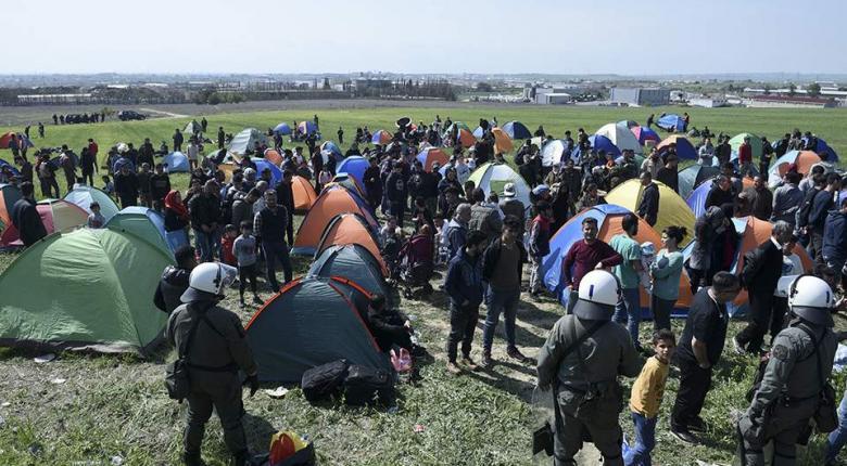 Νέα «Ειδομένη» στα Διαβατά - Εκατοντάδες μετανάστες στο ύπαιθρο - Κεντρική Εικόνα