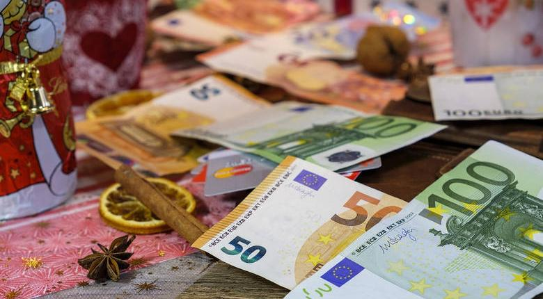 Σχέδιο για 658 εκατ. «δώρο» Πάσχα για δημοσίους υπαλλήλους-συνταξιούχους - Κεντρική Εικόνα