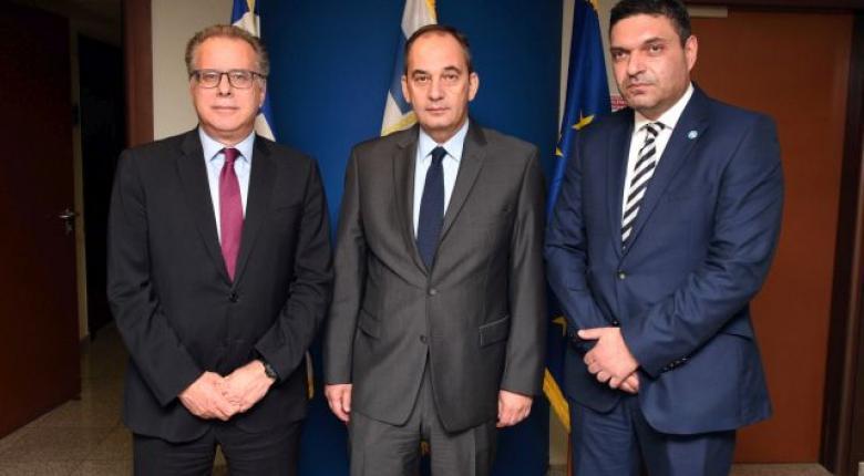 Ενημέρωση Πλακιωτάκη στον Κύπριο ΥΠΕΣ και τον Κουμουτσάκο για τις δυνατότητες του Λιμενικού στον τομέα της μετανάστευσης - Κεντρική Εικόνα