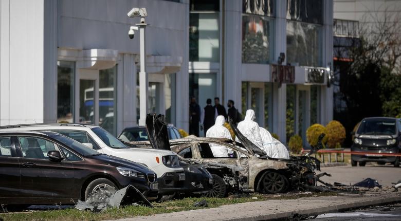 Υπολείμματα εκρηκτικού μηχανισμού στο πολυτελές όχημα που εξερράγη στη Γλυφάδα - Κεντρική Εικόνα