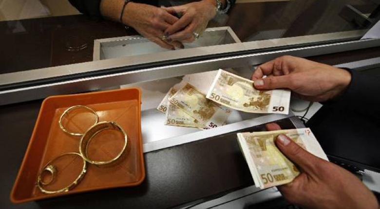 Μετρητά, λίρες, τιμαλφή και όπλα βρέθηκαν σε καταστήματα ενεχυροδανειστηρίου - Κεντρική Εικόνα