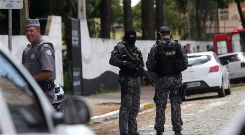 Βραζιλία: Η πόλη Σουζάνο αποχαιρετά τα θύματα της επίθεσης στο σχολείο - Κεντρική Εικόνα