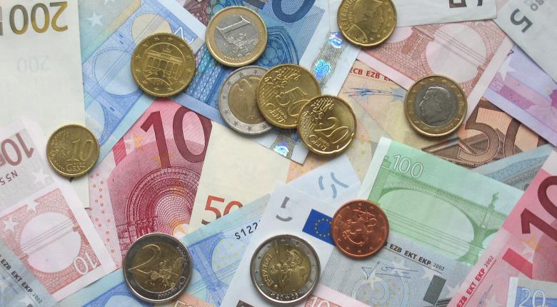 Ποια χώρα των Δυτικών Βαλκανίων έχει μέσο μισθό πάνω από τα 1.000 ευρώ - Κεντρική Εικόνα