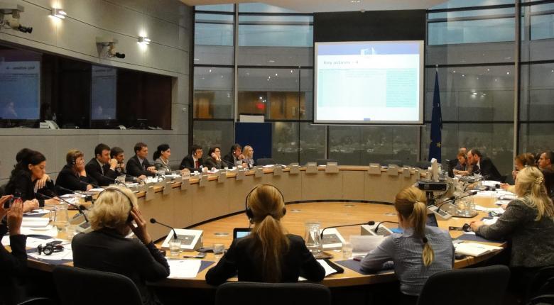Στις 25 Νοεμβρίου η διαπραγμάτευση για πλεονάσματα - νέες παροχές - Κεντρική Εικόνα