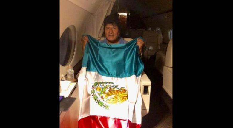 Στο Μεξικό ο Έβο Μοράλες - Έστειλε μήνυμα στον βολιβιανό λαό μέσα από το αεροπλάνο (Photo) - Κεντρική Εικόνα