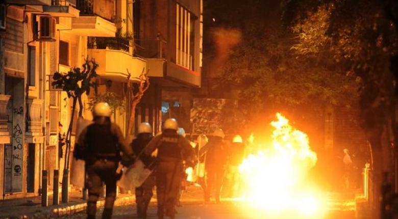 Εξάρχεια: Συλλήψεις, πέτρες και μολότοφ στη Σπύρου Τρικούπη - Κεντρική Εικόνα