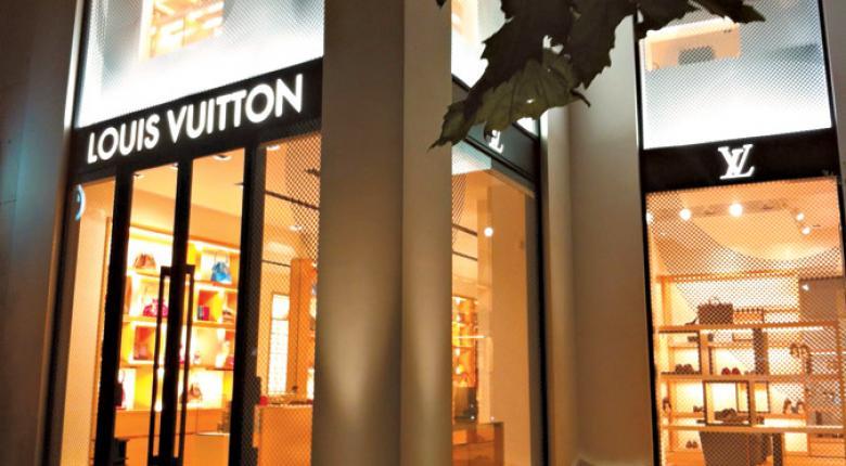 Ποιοι ήξεραν τα κόλπα με τα POS της Louis Vuitton στην Μύκονο - Κεντρική Εικόνα