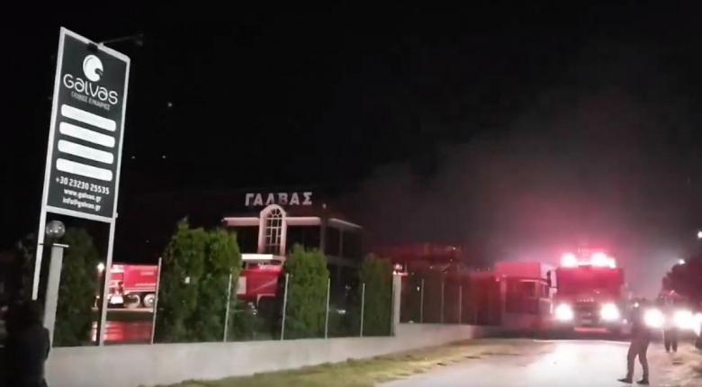 Υπό έλεγχο η φωτιά στο εργοστάσιο ζαχαροπλαστικής στο Σιδηρόκαστρο Σερρών - Κεντρική Εικόνα