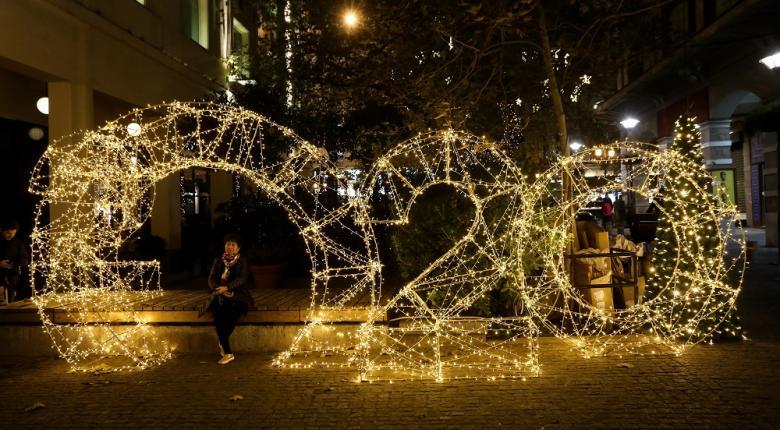 Ποιες εταιρείες ανέλαβαν το κόστος του χριστουγεννιάτικου φωτισμού σε δρόμους και πλατείες της Αθήνας (Photos) - Κεντρική Εικόνα