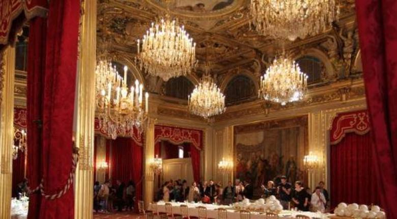 Χλιδή στο προεδρικό μέγαρο για τους Μακρόν (Photos) - Κεντρική Εικόνα