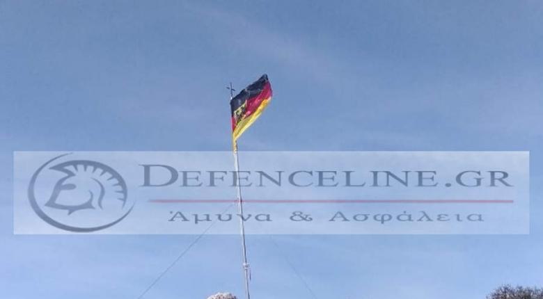 Γερμανοί αξιωματικοί κατέβασαν την ελληνική σημαία στη Σούδα και ύψωσαν… γερμανική (photos) - Κεντρική Εικόνα