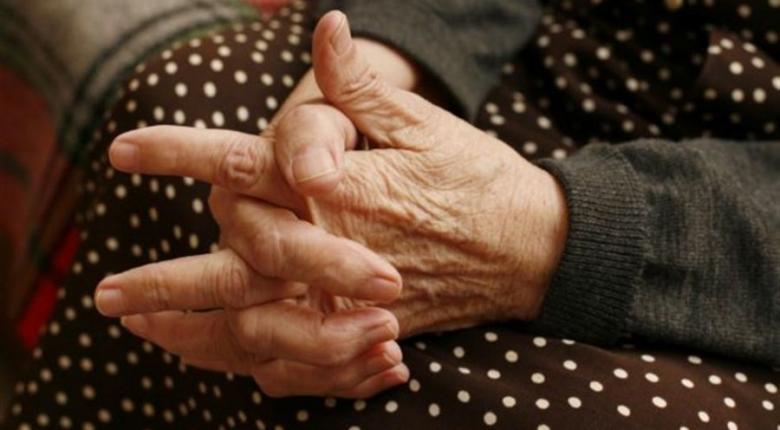 «Παγώνει» το πρόστιμο των 200 ευρώ στην ηλικιωμένη που πουλούσε πλεκτά τερλίκια σε λαϊκή - Κεντρική Εικόνα