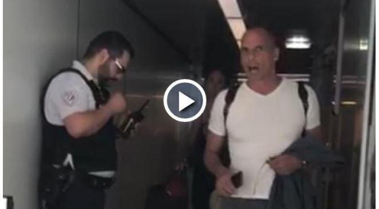 Ο Γιάνης Βαρουφάκης τσακώθηκε με αστυνομικό στο αεροδρόμιο του Παρισιού - Η στιχομυθία (video) - Κεντρική Εικόνα