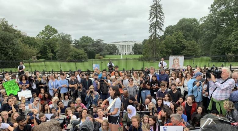 Η Γκρέτα Τούνμπεργκ και εκατοντάδες μαθητές διαδηλώνουν για το κλίμα έξω από τον Λευκό Οίκο - Κεντρική Εικόνα