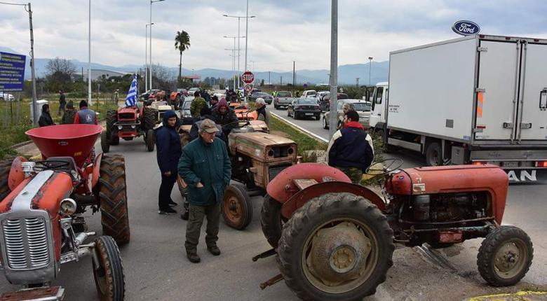 Αποκαταστάθηκε η κυκλοφορία στην νέα εθνική οδό Πατρών – Πύργου που είχαν αποκλείσει οι αγρότες - Κεντρική Εικόνα