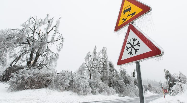 Παγωμένοι δρόμοι: Συμβουλές προς οδηγούς και πεζούς - Κεντρική Εικόνα