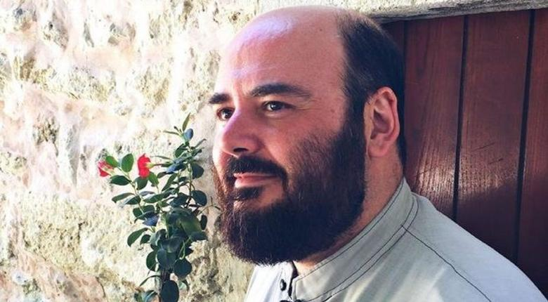 Κρητικός ιερέας υπέρ του Αμίρ, κατακεραυνώνει στο FB «φασίστες» και «ρουφιάνους» - Κεντρική Εικόνα