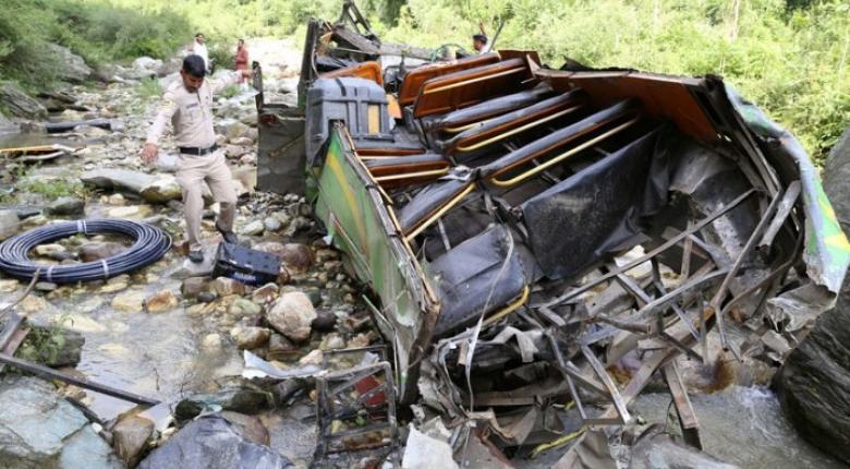 Ινδία: Τουλάχιστον 29 νεκροί σε τροχαίο στο οποίο ενεπλάκη λεωφορείο - Κεντρική Εικόνα