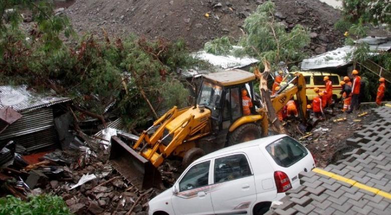 Ινδία: Δεκάδες εγκλωβισμένοι μετά την κατάρρευση κτιρίου στη Βομβάη - Κεντρική Εικόνα