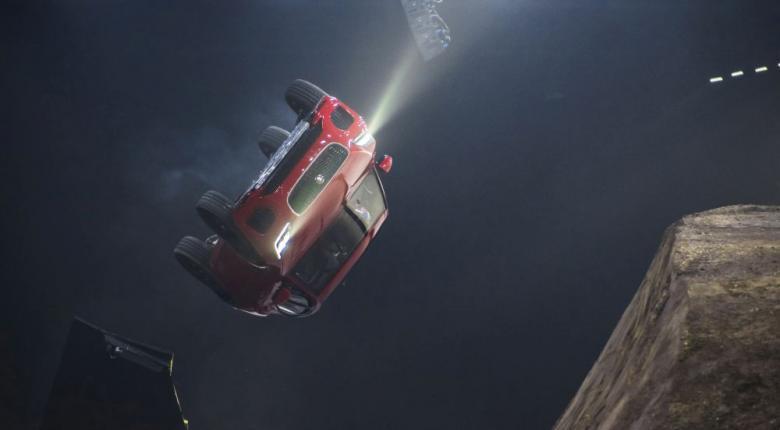 Το εκπληκτικό barrel roll jump της Jaguar που έσπασε το ρεκόρ Γκίνες (photos+video) - Κεντρική Εικόνα