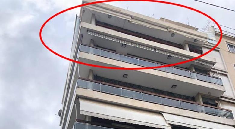 Οι θυελλώδεις άνεμοι ξήλωσαν κάγκελα με τζαμαρία από μπαλκόνι στο Κολωνάκι! (Photos+Video) - Κεντρική Εικόνα