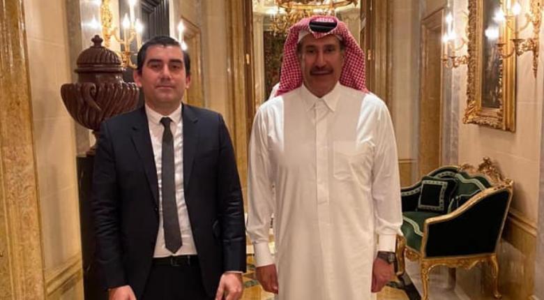 Ο δήμαρχος Σκιάθου σε... ραντεβού με σεΐχη - Το νέο 5στερο και οι απευθείας πτήσεις από Κατάρ! (Photos) - Κεντρική Εικόνα