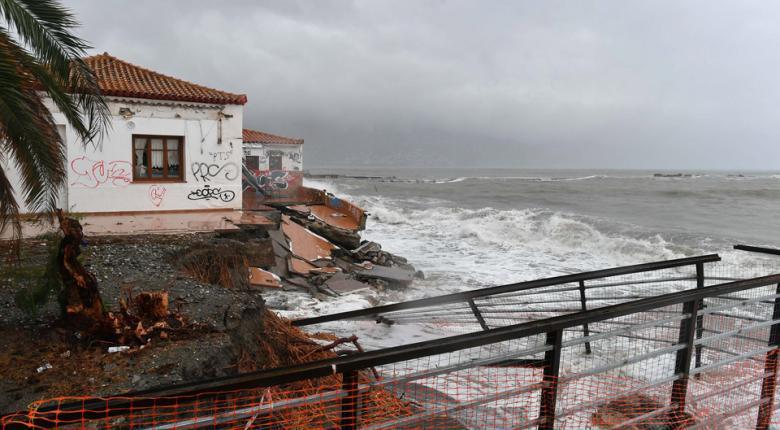 Σφοδρή κακοκαιρία στη βόρεια Ιταλία.Οι ισχυροί άνεμοι παρέσυραν πλωτό εστιατόριο - Κεντρική Εικόνα