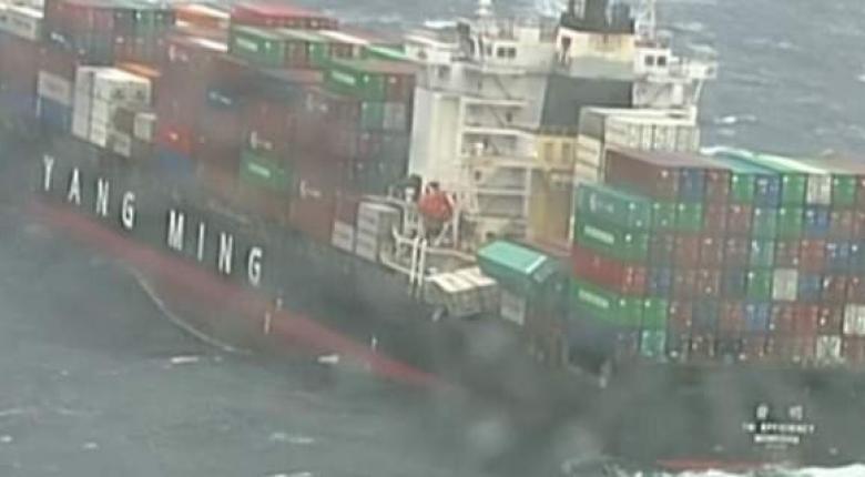 Εξαιτίας της κακοκαιρίας έπεσαν από πλοίο 270 κοντέινερ στη Β. Θάλασσα - Κεντρική Εικόνα